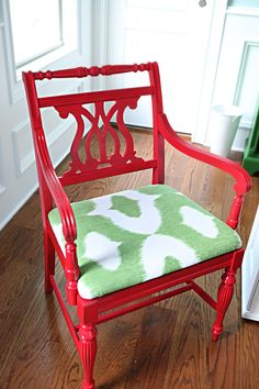 Love this redo! Bright red with green and it doesn't just scream christmas - no idea how this worked but it totally did!
