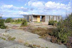 Topparkitektens hytte svever over svaberget