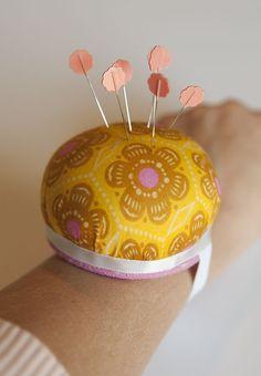 mad mim // wrist pin cushion diy tutorial