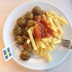 Eindrücke ausm Ikea: Bacon is the new black, Seitan ist keine Alge und GRÖNSAKSBULLAR sind durchaus essbar. Leckerrrr.  #Ikea #hannover #Dinner #vegan #lecker #GRÖNSAKSBULLAR #pommes #onmyplate #shopping #monday #food #plantbased #foodie #yummy #nomnom