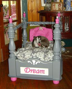 Dog Kennel End Table, End Table Dog Bed, Cool Dog Houses, Dog Furniture, Luxury Furniture, Diy Dog Bed, Dog Rooms, Mundo Animal, Animal Projects