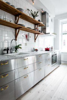 Loft Kitchen, Home Decor Kitchen, Diy Kitchen, Industrial Kitchen Design, Modern Kitchen Design, Small House Interior Design, Interior Design Kitchen, Stainless Steel Kitchen Cabinets, Stainless Steel Benchtop