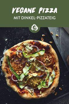 Vegane Pizza geht nur ohne Käse? Nix da! Das wär doch auch nur der halbe Spaß. Ab sofort ist es vorbei mit neidischen Blicken rüber zu den käsefädenziehenden Pizzen deiner Kumpels: Du machst dir deine Pizza mit veganem Käse jetzt einfach selbst! Dafür brauchst du nur Cashewkerne, Knoblauch und (als Geheimwaffe fürs käsige Aroma) Hefeflocken!  Mit dem Ding gehören die neidschen Blicke in Zukunft dir!