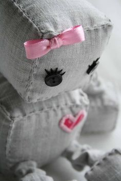 sew cute - robot stuffed toy. Not sure why.... BUT I LOVE THIS!!!