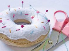 Too cute! DIY Donut pincushion