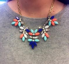 @J.Crew statement necklace over a @Bloomingdale's grey cashmere sweater #cozychic pic.twitter.com/cbrV8kFpSp