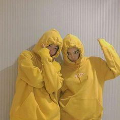 Image de ulzzang, yellow, and couple Cute Friend Pictures, Best Friend Pictures, Ulzzang Couple, Ulzzang Girl, Ullzang Boys, Girls, Korean Best Friends, Korean Couple, Couple Aesthetic
