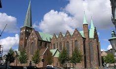 Aarhus domkirke ligger i Aarhus det er den længste og højeste kirke i Danmark.