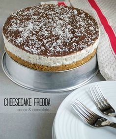 Cheesecake coco chocolat sans cuisson, recette en Italien - Cheesecake fredda cocco e cioccolato Pumpkin Cheesecake Recipes, Cheesecake Bites, Lemon Cheesecake, Chocolate Cheesecake, Easy Cake Recipes, Dessert Recipes, Cheesecake Desserts, Strawberry Cheesecake, Chocolate Cake