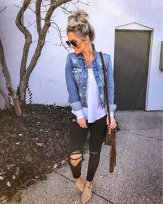 casual outfits for winter ; casual outfits for work ; casual outfits for school ; casual outfits for women ; casual outfits for winter comfy Cute Fall Outfits, Fall Winter Outfits, Stylish Outfits, Cute Jean Jacket Outfits, Outfits With Black Jeans, Outfits For Spring, Denim Jacket Outfit Summer, Black Ripped Jeans Outfit, Denim Jeans