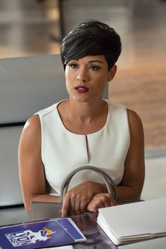 The Beauty Game on Last Night's 'Empire': Bangs and Berry Lips Cute Hairstyles For Short Hair, Pixie Hairstyles, Pixie Haircut, Short Hair Cuts, Black Girls Hairstyles, Haircuts, Pixie Styles, Short Styles, Empire Anika