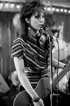 American musician Joan Jett performs onstage at the Thirsty Whale bar during filming of the movie 'Light of Day' , Chicago, Illinois, April Get premium, high resolution news photos at Getty Images Rock And Roll, Pop Rock, Joan Jett, Chicas Punk Rock, Bad Reputation, Die Füchsin, Rock Poster, Female Rock Stars, Lita Ford