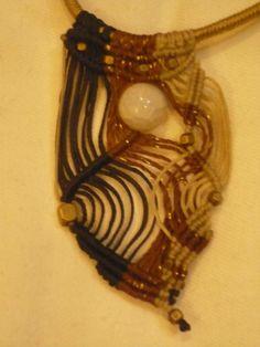 gargantilla macramé con bronce y piedra luna