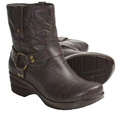 Loaded with trendy, easy-to-wear appeal, Portlandia's Freedom harness boots are crafted of slightly crumpled leather with biker-inspired embellishments at the ankle. The slip- and oil-resistant rubber outsole provides dependable traction.
