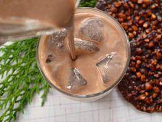 Ingredientes  lata de leite condensado 1 medida da lata do leite condensado vazia de uísque 18% 1 colher de sopa café expresso em pó 1 colher de sopa cacau 2