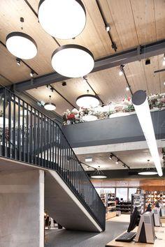 Project: Porti-Sport Sportfachgeschäft Dienten am Hochkönig, Austria  Architect: Werner Siegl, Austria  Lighting: PROLICHT GmbH, Götzens, Austria  #prolicht #portisport #bunga #supersign