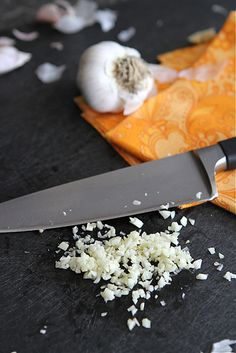 Make prep time shorter with these tips! How to: Peel & Mince Garlic | cookincanuck.com #howto #garlic