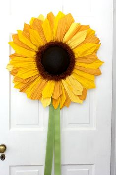 A Sunflower Welcome for Your Front Door | Crafts a la mode,  Supplies Needed…