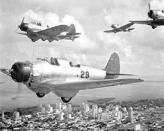 Top: US war planes over Miami. Army and Navy students at the University of Miami. Third: enlistment in Miami Beach. Fourth: Pan Am terminal during WWII. Us Navy Aircraft, Ww2 Aircraft, Military Aircraft, Military Weapons, Uss Yorktown, Miami Photos, Miami Images, Douglas Aircraft, Old Florida