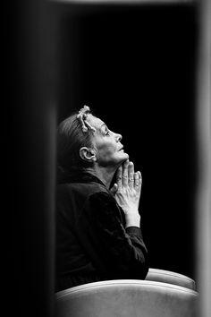 """BEŞ HARF sergisi: BANU KAPLANCALI """"King Kong'un Kızları, İstanbul Devlet Tiyatrosu-2"""" Fotoğraf, 50x33cm, 2010"""