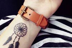 tatouage-attrape-reve-petit-tatouage-poignet