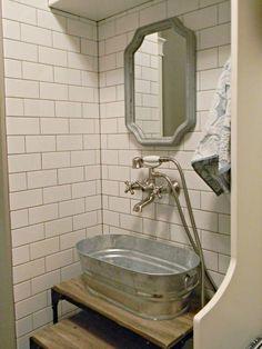 dog shower in laundry room utility sink Dog Bath Tub, Dog Washing Station, Dog Station, Wash Tubs, Utility Sink, Ideas Hogar, Dog Rooms, Sweet Home, Dog Shower