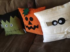 These fun pillows will make you wish it was Halloween all year long! Each pillow cover holds a 14 pillow form (not included). You will love having a Jack-o-lantern, Frankenstein, and a Mummy sitting on your couch for Halloween Halloween Knitting, Halloween Sewing Projects, Halloween Embroidery, Halloween Diy, Halloween Decorations, Halloween Crafts To Sell, Haunted Halloween, Creepy, Adornos Halloween