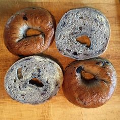 New York Style Blueberry Bagels Check out these delicious bagels. Super fun to make, very delicious to eat! Authentic NY Style recipe with malted barley and then boiled, these can be made in a pinch and are a showstopper! Ny Bagel, Bagel Bread, New York Bagel, Yeast Bread, Types Of Bagels, Types Of Bread, Ny Style, Blueberry Bagel, Stress Food