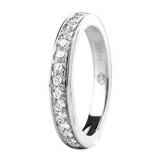 Sortija en platino con diamantes incoloros. Platinum ring with diamonds.