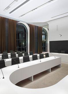 Rathaus Schorndorf, Schorndorf. Ein Projekt von Ippolito Fleitz Group – Identity Architects, Sitzmöbel.