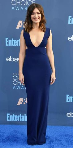 Mandy Moore Critics' Choice Awards 2016 sees the stars dazzle on the red carpet Navy Gown, Stylish Gown, Brian Atwood Shoes, Blue Dresses, Formal Dresses, Critics Choice, Gowns Of Elegance, Female Stars, Choice Awards