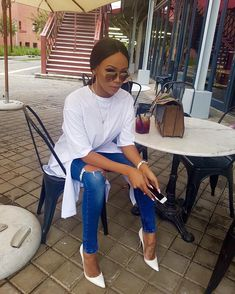 """3,169 mentions J'aime, 56 commentaires - Bonang Matheba (@bonang_m) sur Instagram : """"Thursday. 👑🐝 #MustBeThatAfricanButter"""" Smart Casual Jeans, Casual Chic, Cute Swag Outfits, Chic Outfits, Classy Outfits For Women, Clothes For Women, Corporate Wear, Brunch Outfit, Instagram Outfits"""