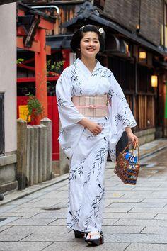 Satsuki walking around Gion Kobu