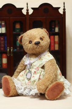 Мишка Тедди Настасья, 44 см. Мишка Тедди Настасья очень характерная. В её внешности нет подражения, всё своё. Очень мягкая и притягательная. Её хочется взять в постельку, уютно прижаться к её тёплой шубке, заснуть и чувствовать себя в душевной компании.