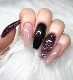 Nail art is a very popular trend these days and every woman you meet seems to have beautiful nails. It used to be that women would just go get a manicure or pedicure to get their nails trimmed and shaped with just a few coats of plain nail polish. Coffin Nails Glitter, Fall Acrylic Nails, Coffin Nails Long, Acrylic Nails Stiletto, Coffin Acrylics, Autumn Nails, Winter Nails, Summer Nails, Cute Nails