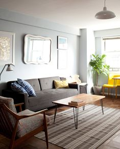 I really like this grey living room, from the home of Samantha Hahn & David Moldawer (via Design Sponge) Living Room Grey, Home Living Room, Apartment Living, Living Room Designs, Living Spaces, Home Office, Decor Inspiration, Teak, Apartment Design