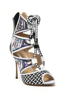 Black & White Trend: mirrored heel