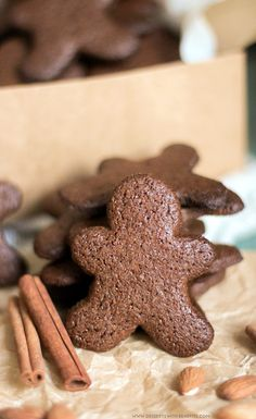 Healthy Gingerbread Cookies recipe (refined sugar free, gluten free, dairy free, vegan) - Healthy Dessert Recipes at Desserts with Benefits