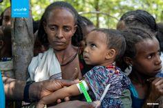 Podczas konferencji prasowej zorganizowanej 30 lipca 2021 roku w Genewie, Marixie Mercado – rzecznik prasowy UNICEF, przekazała informację na temat dramatycznej sytuacji dzieci w regionie Tigraj, w północnej Etiopii. Przez kilka ostatnich miesięcy, z powodu toczącego się konfliktu, region Tigraj był praktycznie niedostępny dla organizacji humanitarnych. Teraz, kiedy pracownicy UNICEF docierają do osób poszkodowanych, potwierdzają […] Źródło Responsibility To Protect, Nobel Peace Prize, Trend News, Cbs News, A Decade, Ethiopia, Good People, Troops, Children