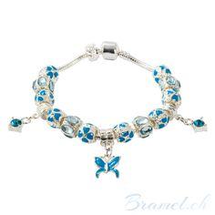 Charm Armband mit blauen Kristallen und Schmetterling - http://bramel.ch/accessoires-shop/armband/charm-armband-mit-blauen-kristallen-und-schmetterling/ http://bramel.ch/wp-content/uploads/2014/02/Armband-Charms-kritalle-in-blaue-600x600.jpg
