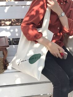 Canvas Shopper Bag, Canvas Tote Bags, Diy Tote Bag, Reusable Tote Bags, Modele Hijab, Mode Ootd, Fabric Bags, Cotton Bag, Chic Outfits