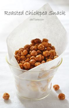 Roasted Chickpeas - a wonderfully addictive, healthy snack, made with only 2 ingredients, plus your favorite spices. Roasted Chickpeas Snack, Chickpea Snacks, Vegan Snacks, Healthy Snacks, Vegan Recipes, Cooking Recipes, Crunchy Chickpeas, Healthy Eating, Snack Recipes