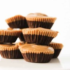 Keto Fat Bomb recipes are the perfect low carb dessert! These eaay peanut butter chocolate fat bombs are the best tasting keto fat bombs I have tried! Dark Chocolate Keto, Chocolate Fat Bombs, Chocolate Peanut Butter Cups, Chocolate Flavors, Good Keto Snacks, Diabetic Snacks, Healthy Snacks, Diet Snacks, Diet Foods