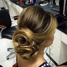 Boa noite! Coque lateral!  #hairdo #bridal #subeauty #daniloborgesss #noiva…