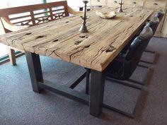 Het grove tafelblad Wood Table Design, Reclaimed Wood Dining Table, Wooden Dining Tables, Rustic Table, Rustic Wood, Diy Dining Room Table, Dining Table Legs, Vintage Industrial Decor, Cool Tables