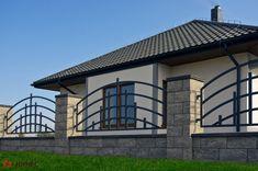 Fence Wall Design, Modern Fence Design, Steel Gate Design, House Gate Design, Rod Iron Fences, Wrought Iron Fences, Front Yard Fence, Grill Design, Village Houses