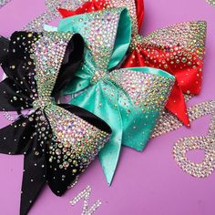 Cheer bow ideas, change sparkle to silver/shimmer ribbon or trim. Cute Cheer Bows, Cheer Hair Bows, Cheer Mom, Diy Hair Bows, Diy Bow, Sparkly Cheer Bows, Softball Bows, Cheerleading Bows, Softball Catcher