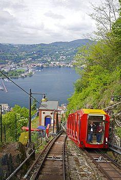 Vista de la ciudad de Como     Como-Brunate funicular, lago Como, Lombardía