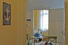 Blick vom Flur in Küche und Schlafzimmer Achtern.