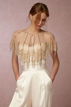 The Best New Bridal Accessories bridal capelet gold Zerschnittene Shirts, Cut Up Shirts, Estilo Gatsby, Trendy Dresses, Casual Dresses, Look Retro, Embellished Dress, Fashion Outfits, Womens Fashion